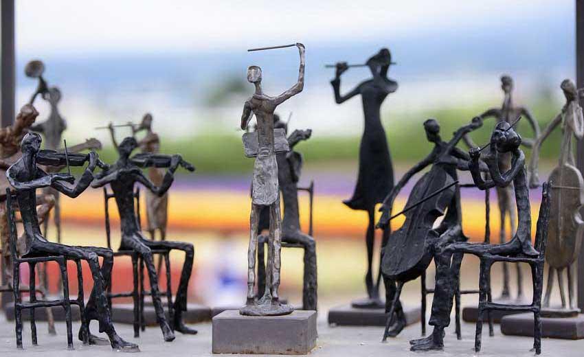 Orkestar i grupa pevača